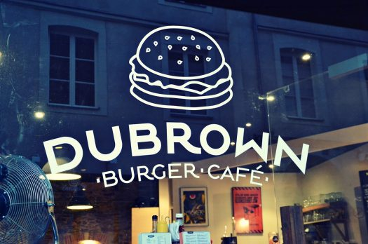 Le Dubrown Burger Café