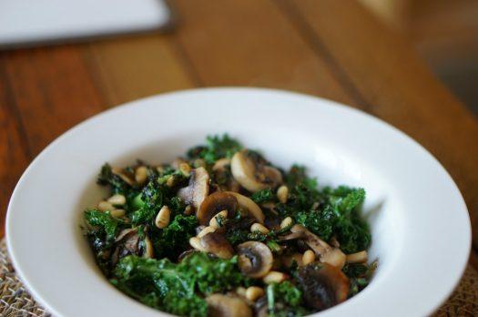 Kale et champignons à l'ail