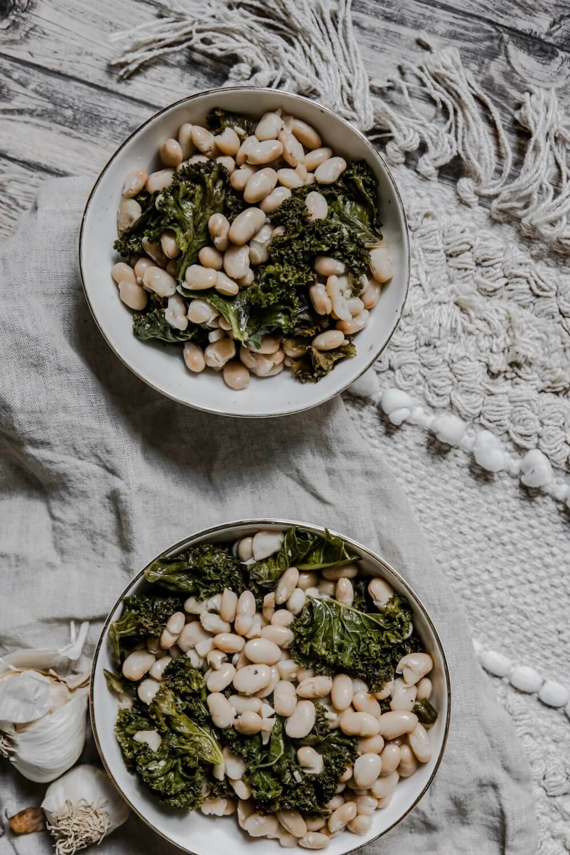 Kale sauté à l'ail et haricots blanc