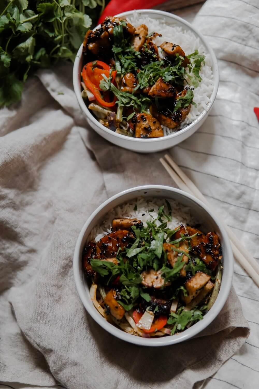 bowl de légumes au tempeh
