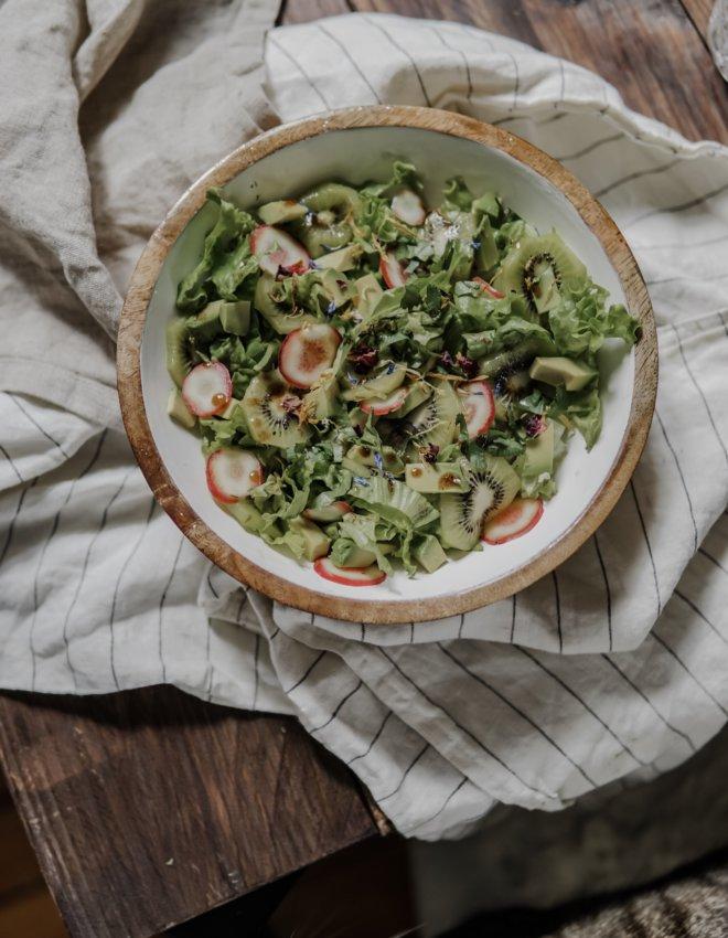 Prêt en 10 minutes: Salade kiwi, avocat et oca du Perou