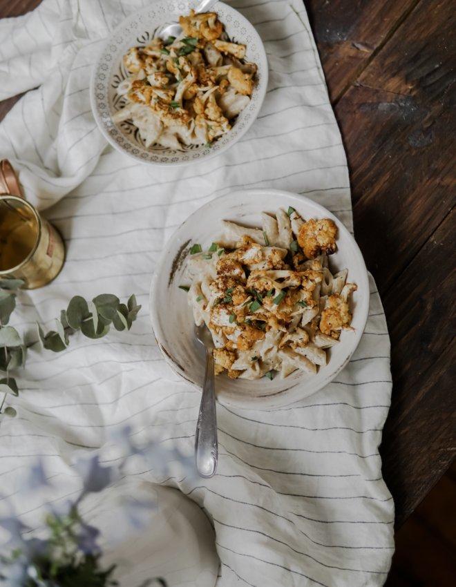 Pâtes crémeuse à l'ail et choux fleurs rôti cajun (vegan)