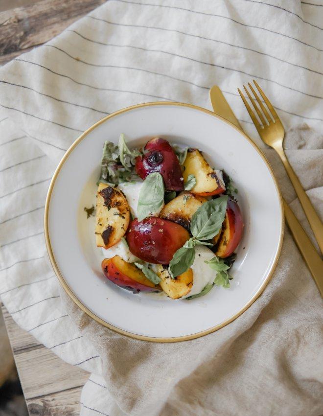 Salade mozzarella di buffala et pêches rôties